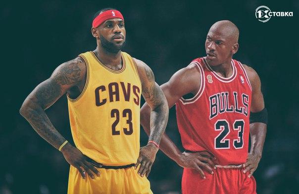 Баскетболисты стоят